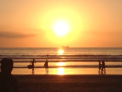 Intenso atardecer en Playa Jaco