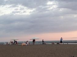 Relajandose al atarceder en Playa Jaco, tarde fresca.